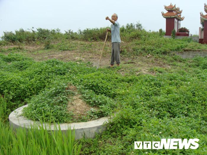Thoải mái tàn phá nghĩa địa mộ cổ khổng lồ chứa cả tấn báu vật ở Hải Dương-7