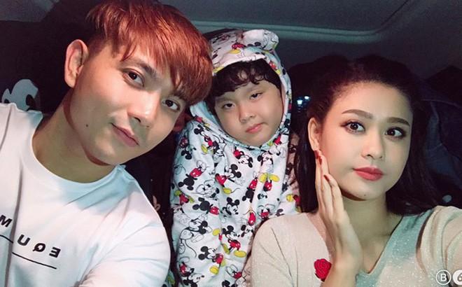 Tim và Trương Quỳnh Anh bị bắt gặp đeo khẩu trang che mặt cùng đưa con đi chơi-5