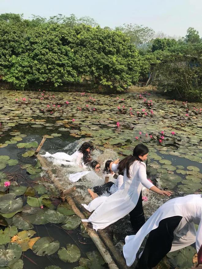 Thảm họa thực sự đến với 8 cô gái mặc áo dài chụp hình trên chiếc cầu sắp gãy-2