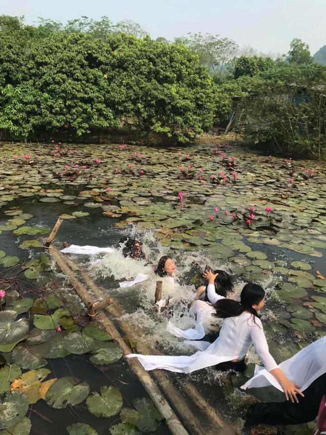 Thảm họa thực sự đến với 8 cô gái mặc áo dài chụp hình trên chiếc cầu sắp gãy-3