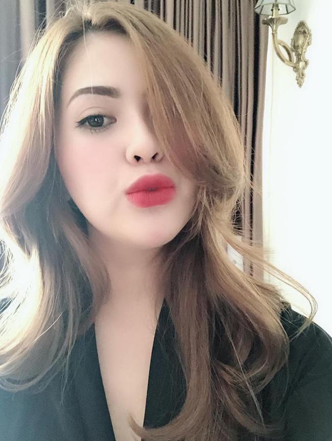 Lê Việt Anh và bà xã cùng bật chế độ độc thân trên trang cá nhân-6
