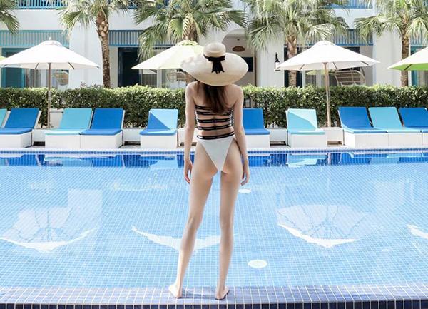Không khoe thì thôi, cứ mỗi lần khoe dáng với bikini là một lần Hà Hồ khiến fan chao đảo-2