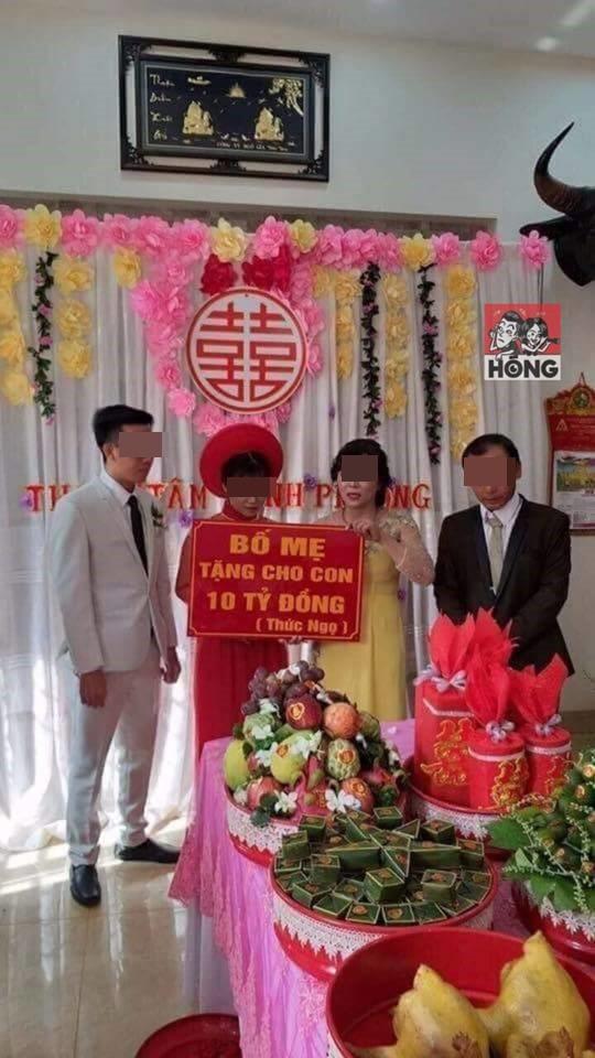 Cô dâu chú rể và tấm biển quà cưới tặng 10 tỷ đồng gây tranh cãi mạng xã hội-1