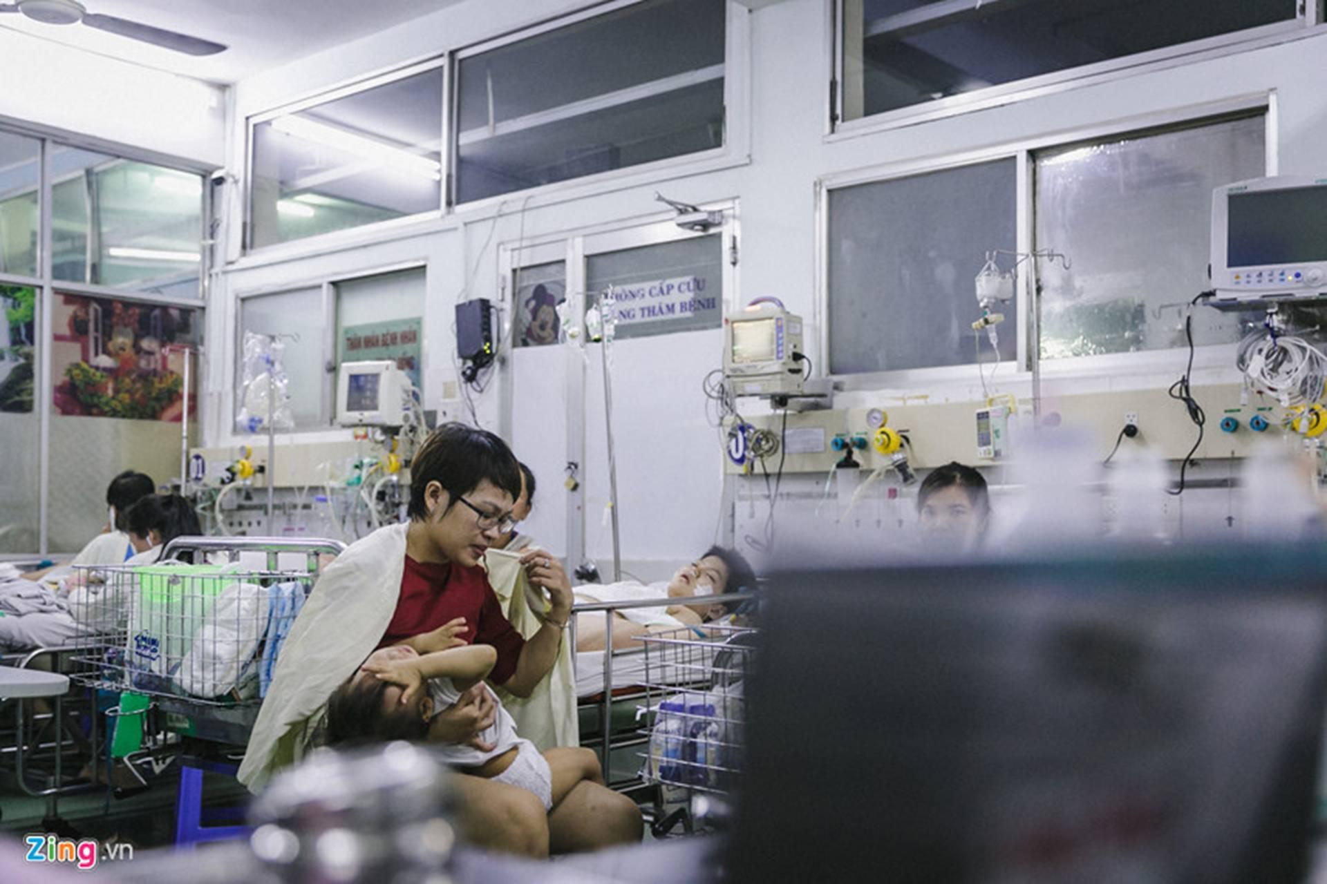 Bệnh viện Nhi ở Sài Gòn vỡ trận vì dịch chồng dịch-3