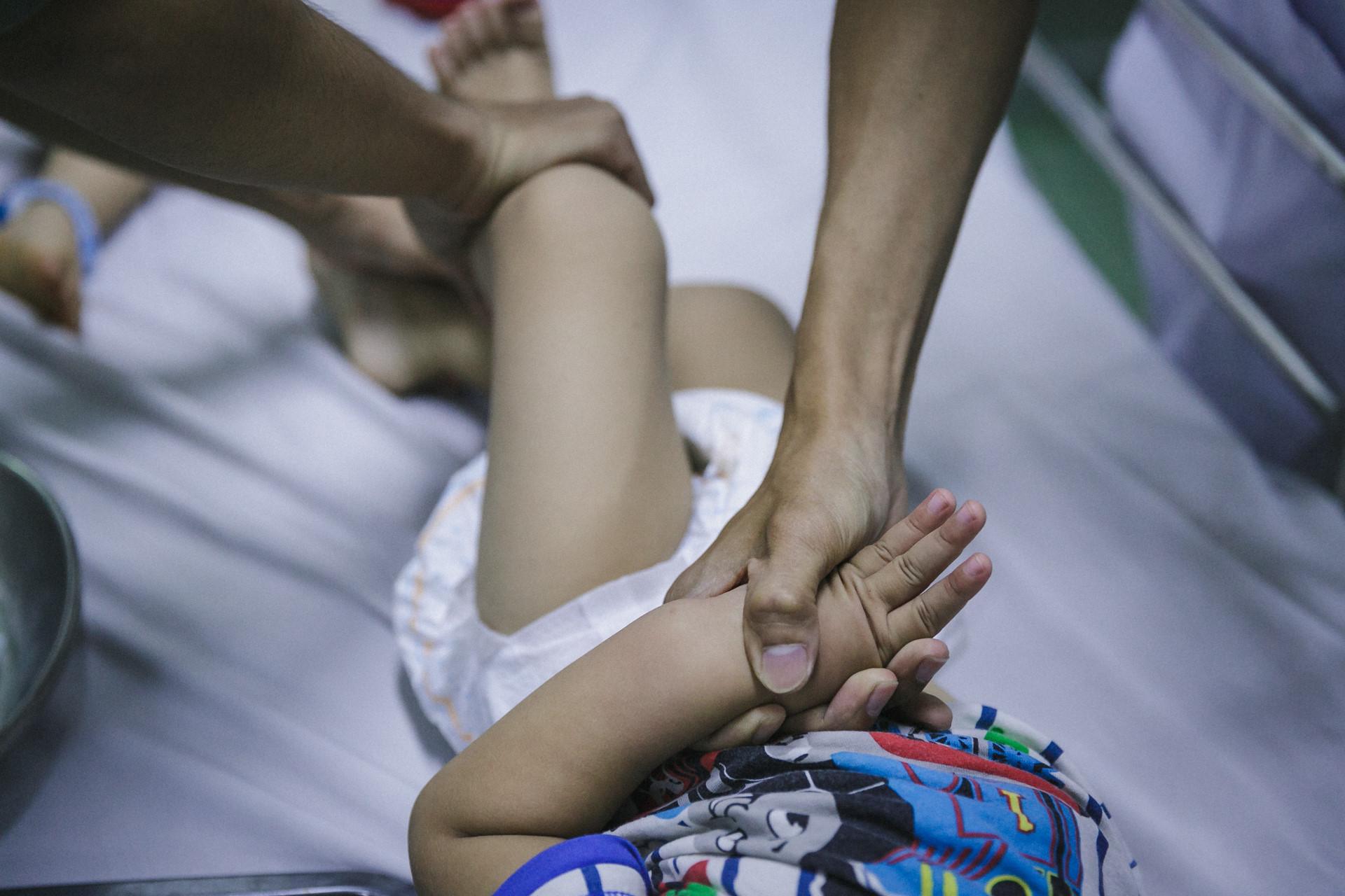 Bệnh viện Nhi ở Sài Gòn vỡ trận vì dịch chồng dịch-5