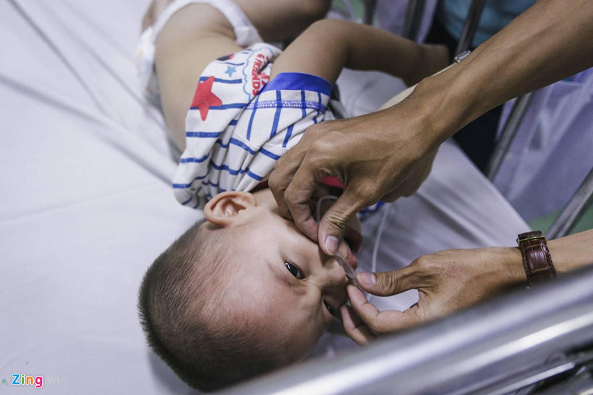 Bệnh viện Nhi ở Sài Gòn vỡ trận vì dịch chồng dịch-6