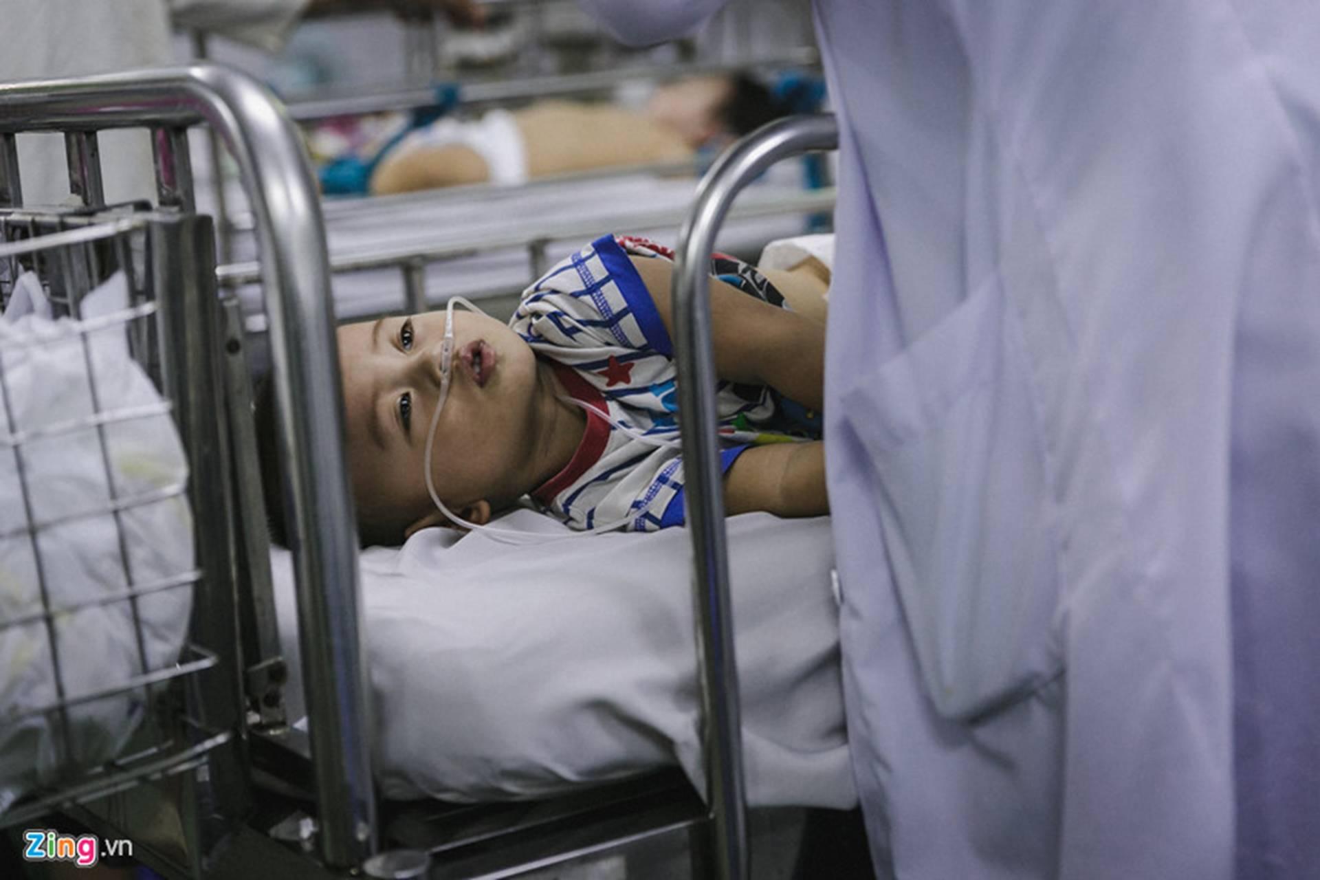 Bệnh viện Nhi ở Sài Gòn vỡ trận vì dịch chồng dịch-7