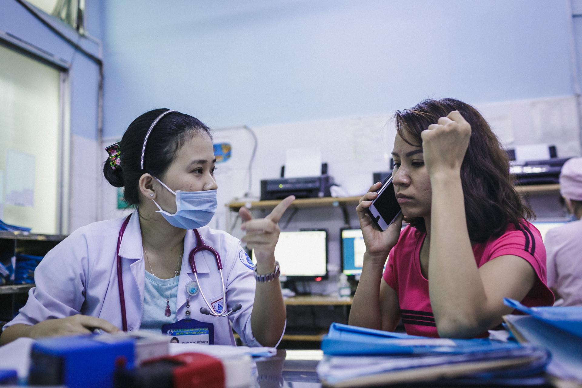 Bệnh viện Nhi ở Sài Gòn vỡ trận vì dịch chồng dịch-8