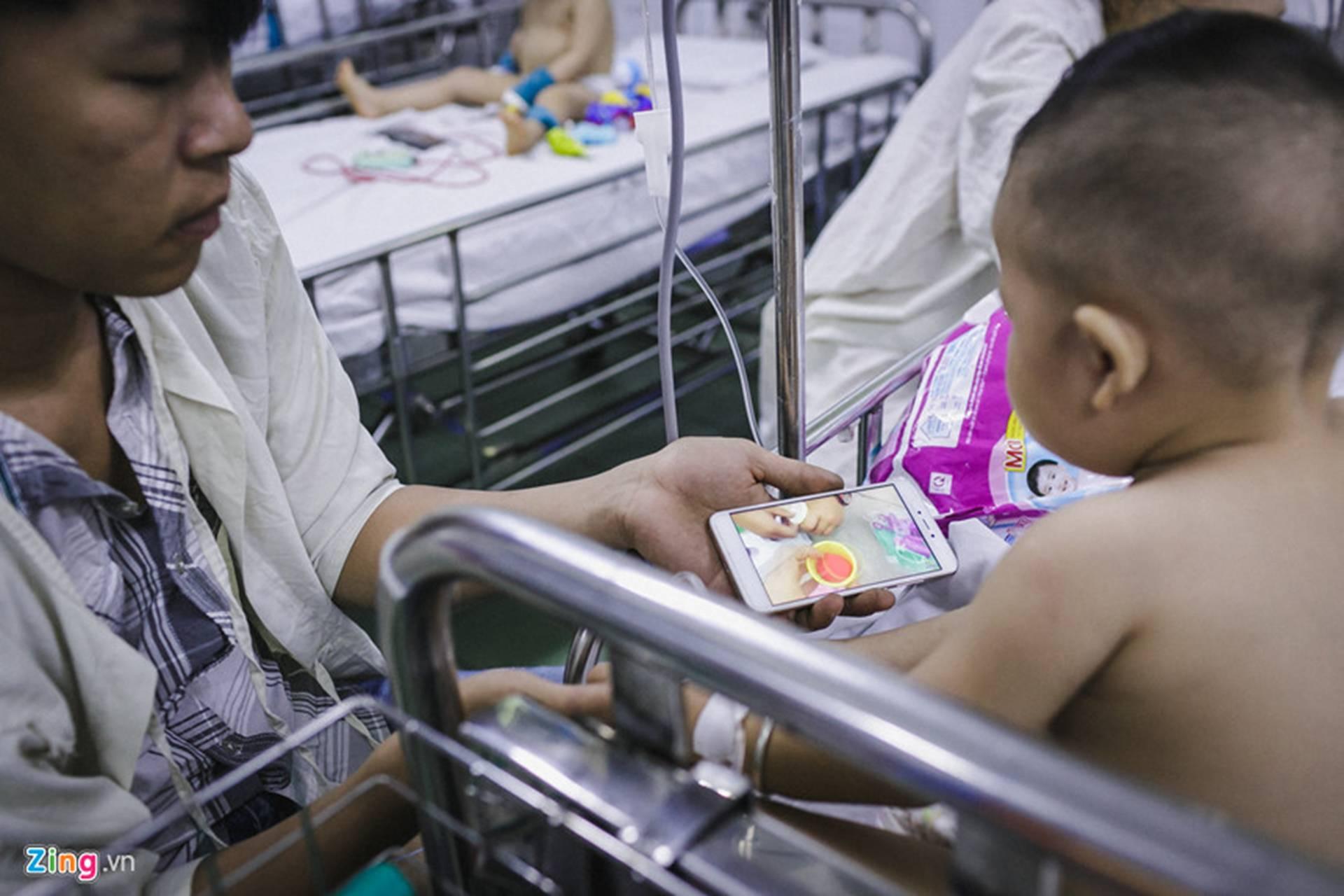 Bệnh viện Nhi ở Sài Gòn vỡ trận vì dịch chồng dịch-9