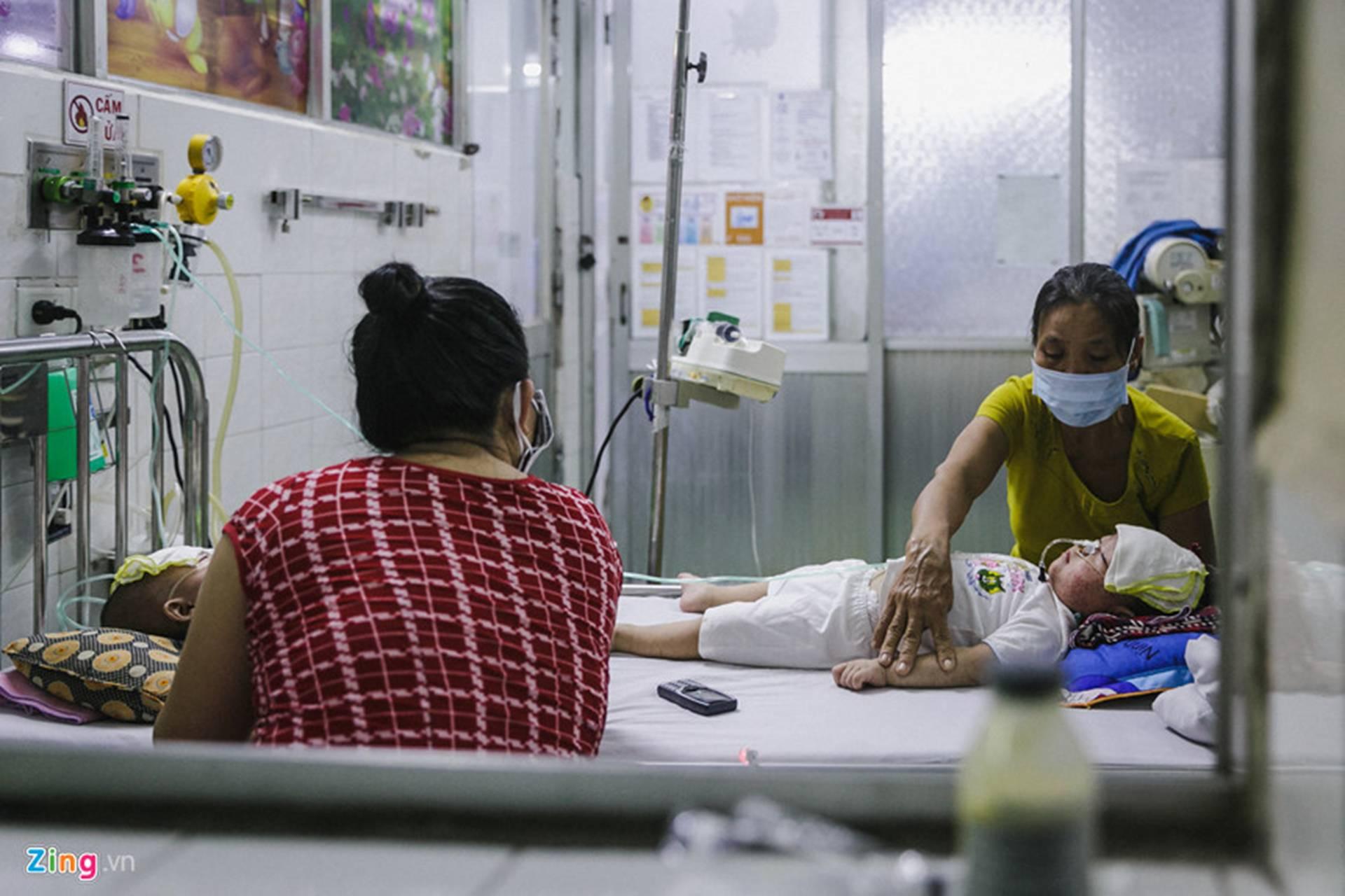 Bệnh viện Nhi ở Sài Gòn vỡ trận vì dịch chồng dịch-11