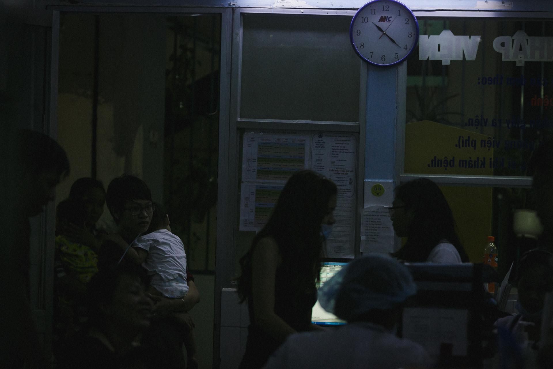 Bệnh viện Nhi ở Sài Gòn vỡ trận vì dịch chồng dịch-14
