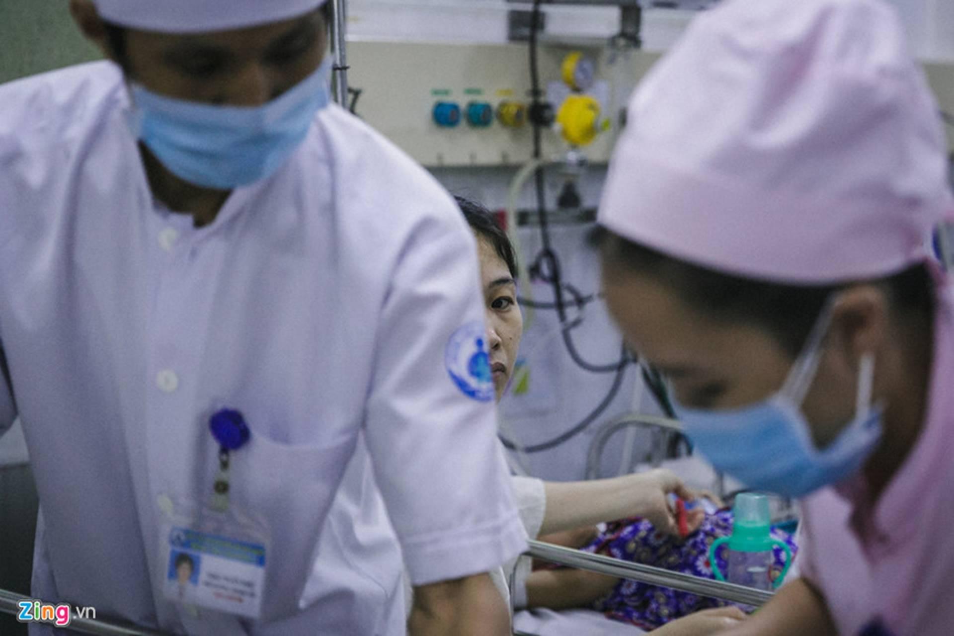 Bệnh viện Nhi ở Sài Gòn vỡ trận vì dịch chồng dịch-18