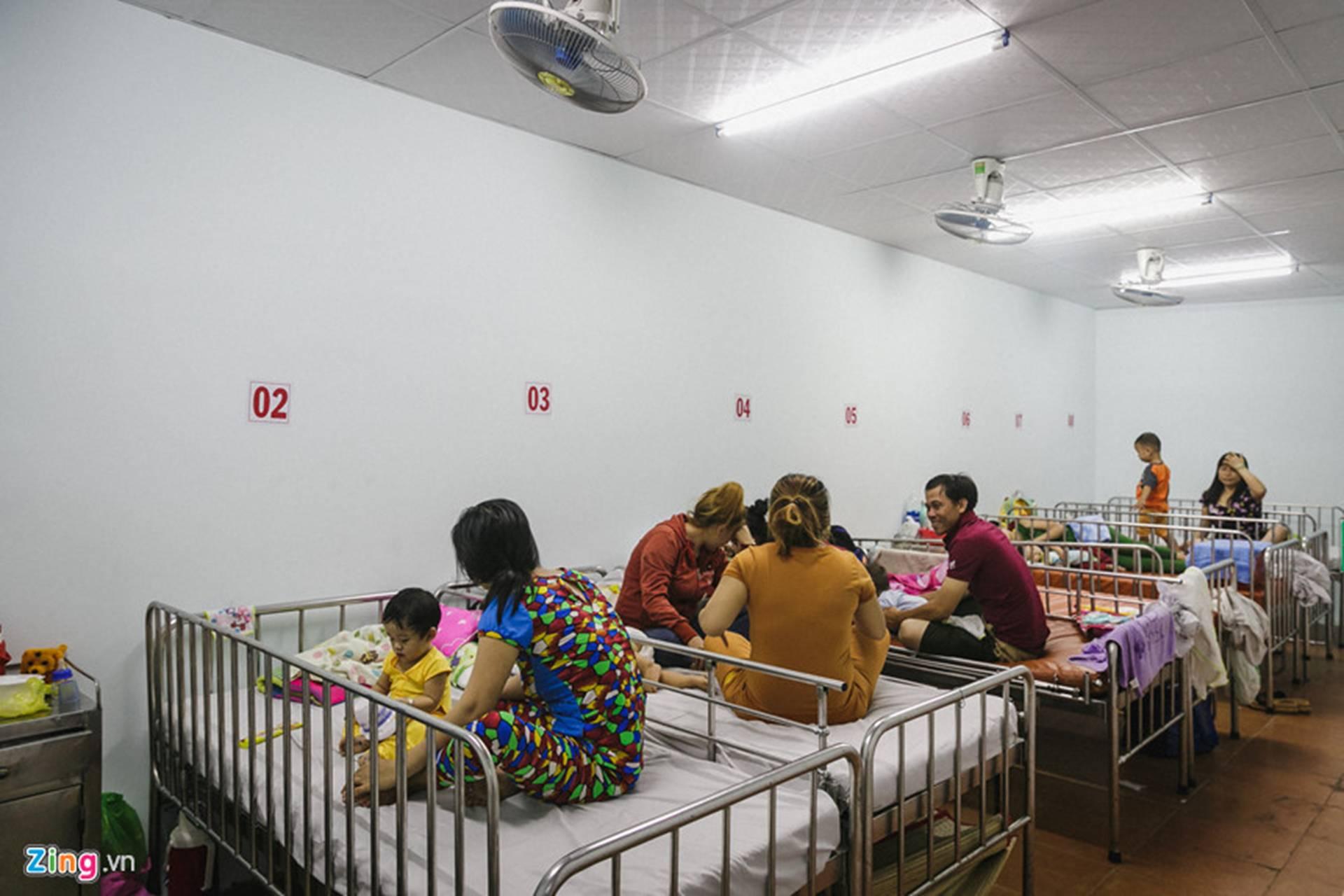 Bệnh viện Nhi ở Sài Gòn vỡ trận vì dịch chồng dịch-25