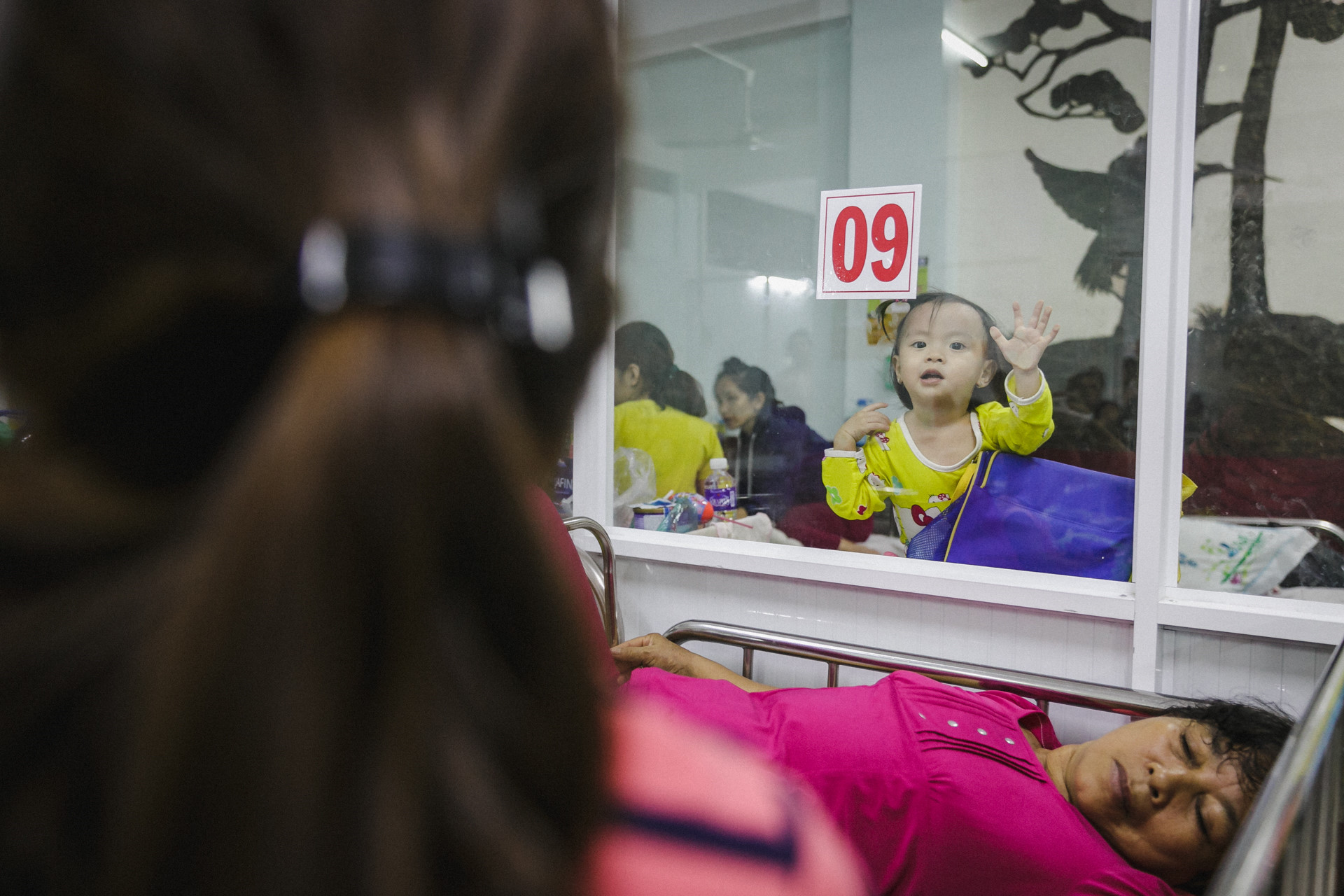 Bệnh viện Nhi ở Sài Gòn vỡ trận vì dịch chồng dịch-27