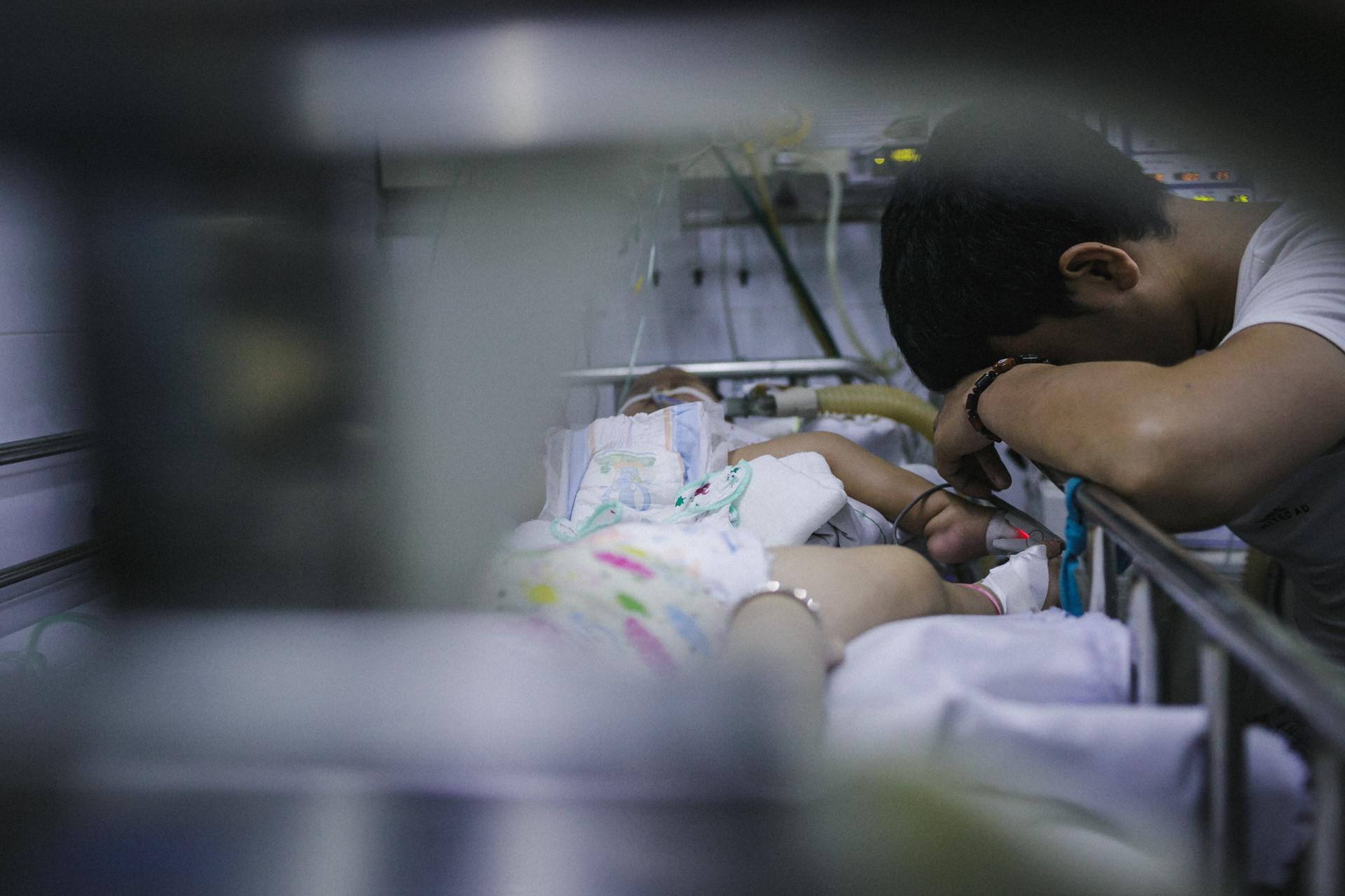 Bệnh viện Nhi ở Sài Gòn vỡ trận vì dịch chồng dịch-28