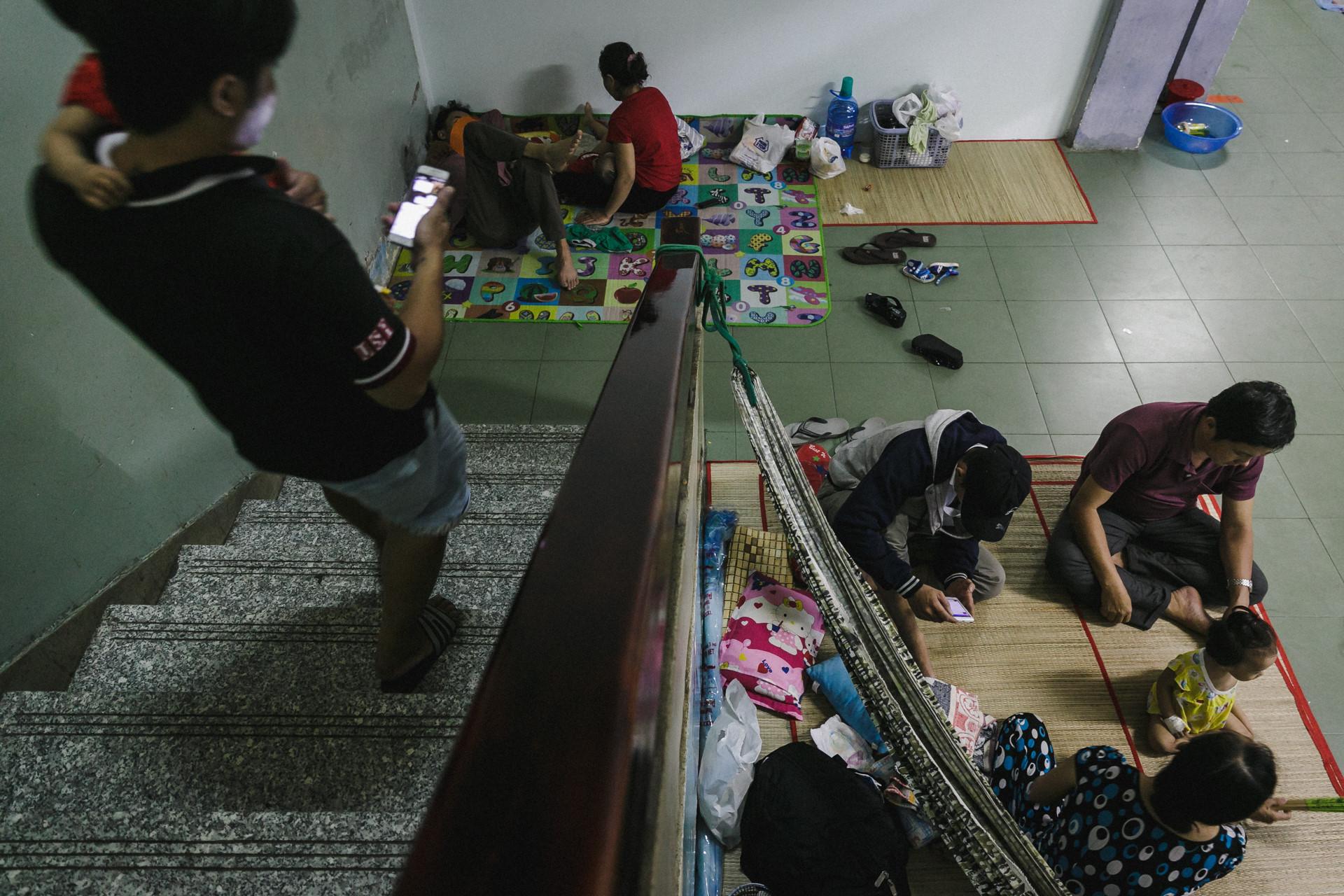 Bệnh viện Nhi ở Sài Gòn vỡ trận vì dịch chồng dịch-34