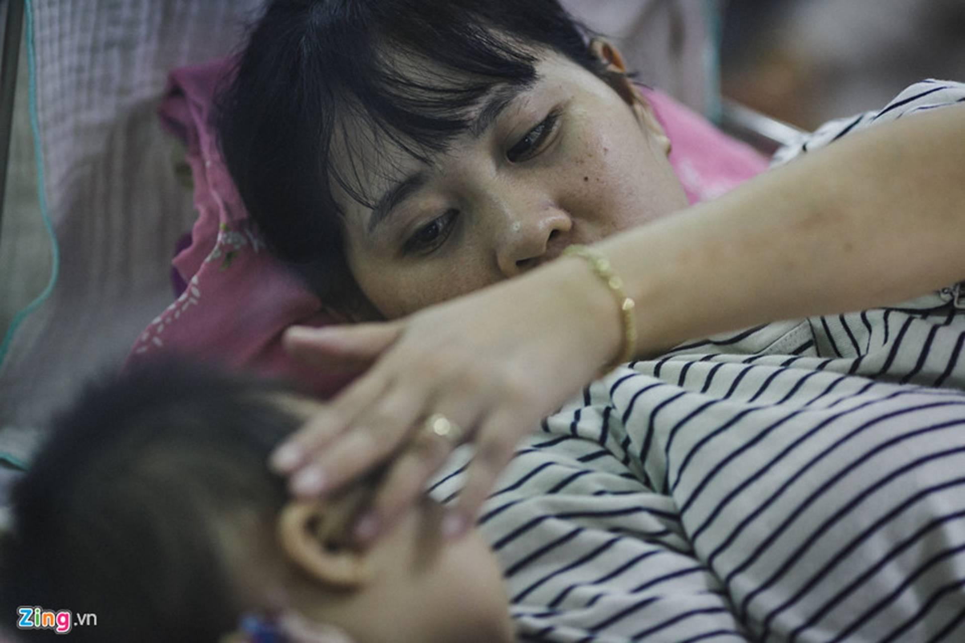 Bệnh viện Nhi ở Sài Gòn vỡ trận vì dịch chồng dịch-36