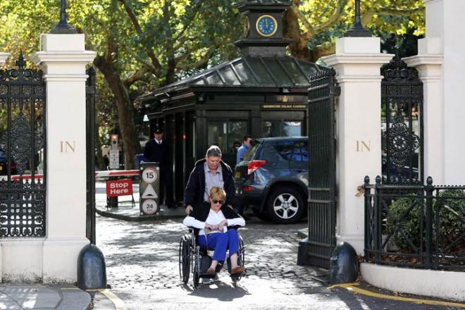 Đi xe lăn đến Cung điện Hoàng gia để nói lời xin lỗi, chị gái Meghan Markle bị vệ sĩ đuổi thẳng cổ-4