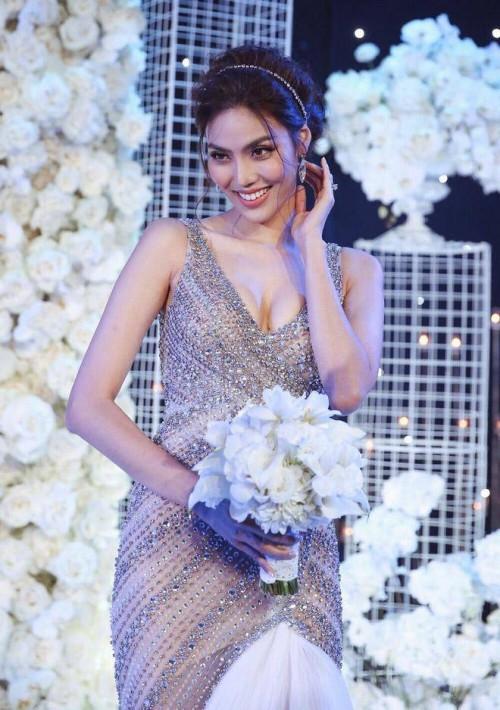 Nhã Phương - Lan Khuê: Thật khó để nói ai mới là cô dâu xinh đẹp nhất!-10