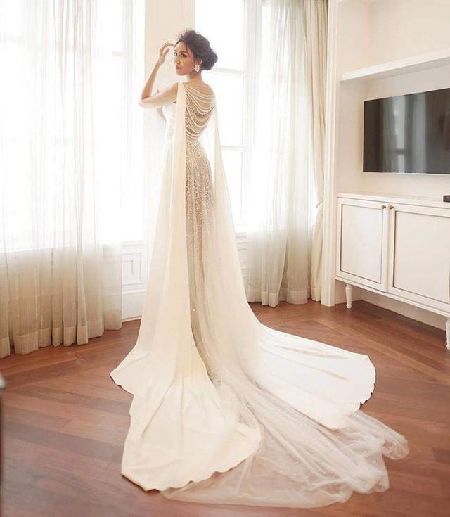 Nhã Phương - Lan Khuê: Thật khó để nói ai mới là cô dâu xinh đẹp nhất!-12