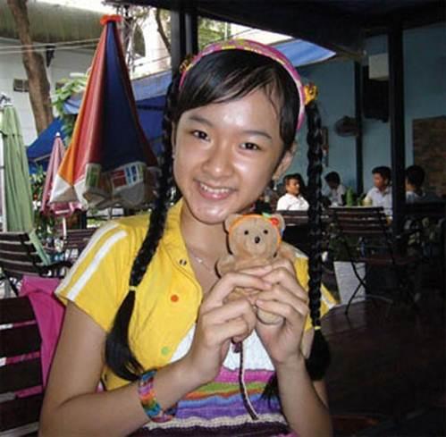 Lạm dụng tắm trắng, Angela Phương Trinh ngày càng gây hốt hoảng với vẻ ngoài bạch tạng?-4