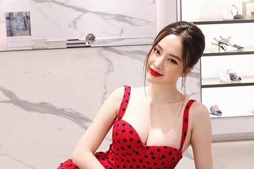 Lạm dụng tắm trắng, Angela Phương Trinh ngày càng gây hốt hoảng với vẻ ngoài bạch tạng?-5