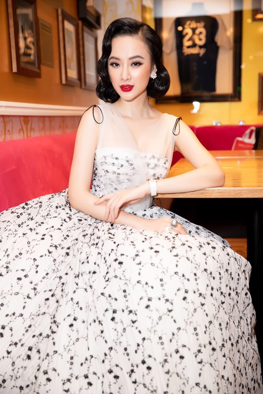 Lạm dụng tắm trắng, Angela Phương Trinh ngày càng gây hốt hoảng với vẻ ngoài bạch tạng?-9