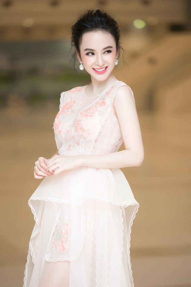 Lạm dụng tắm trắng, Angela Phương Trinh ngày càng gây hốt hoảng với vẻ ngoài bạch tạng?-8