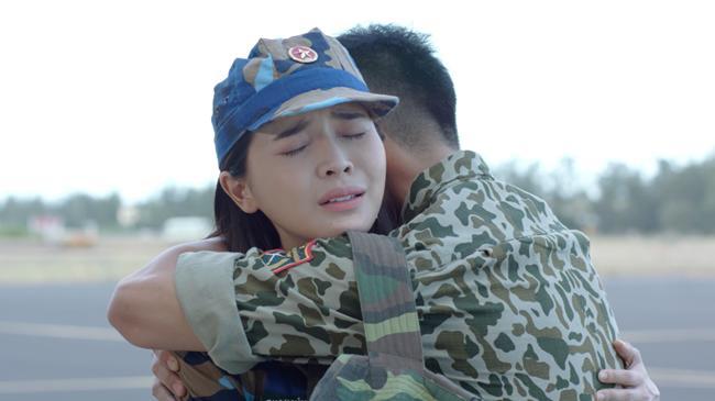 Hậu Duệ Mặt Trời Việt: Nụ hôn rượu vang chết trong tay Khả Ngân vì... quá nhạt-9