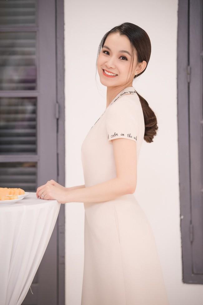 Bất ngờ trước nhan sắc 10 năm không đổi của HH Thùy Lâm, fan càng ngỡ ngàng hơn với làn da mộc mạc của nàng Hậu ngoài 30 này-4