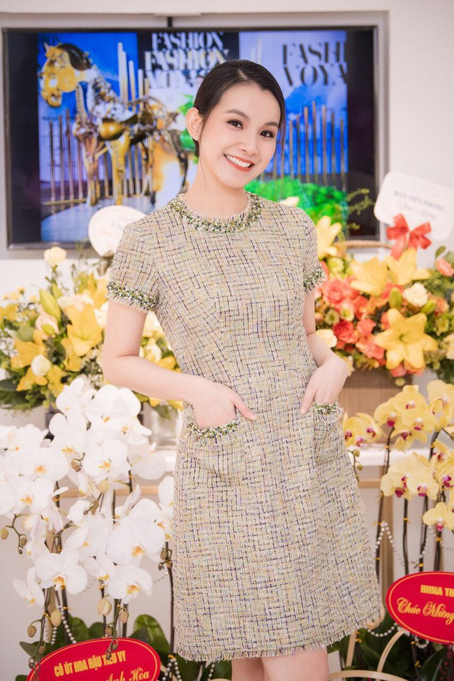 Bất ngờ trước nhan sắc 10 năm không đổi của HH Thùy Lâm, fan càng ngỡ ngàng hơn với làn da mộc mạc của nàng Hậu ngoài 30 này-3