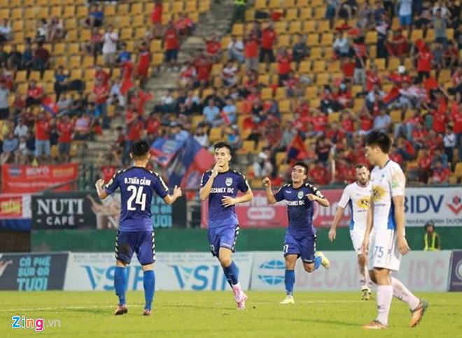 Tiến Linh vượt Công Phượng để trở thành vua phá lưới nội ở V.League-1