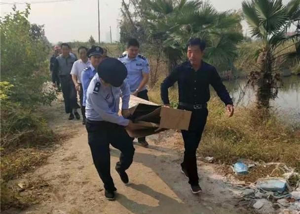 Dân làng hốt hoảng phát hiện thi thể gói trong bìa giấy vứt bên đường, cảnh sát đến nơi mới ngã ngửa khi sự thật phơi bày-1