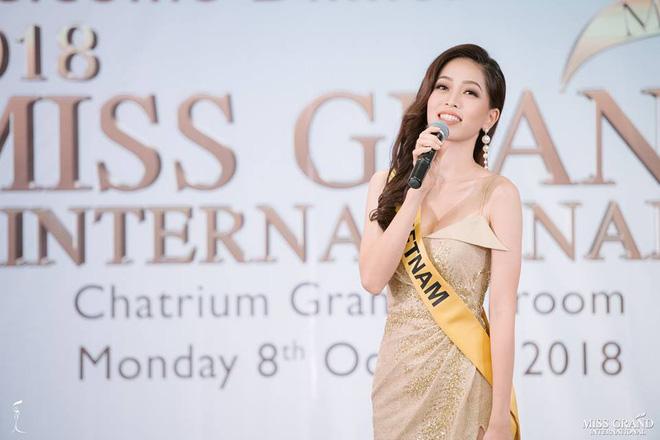Clip: Phương Nga tự tin khoe giọng hát với ca khúc Hello Vietnam trên sân khấu của Miss Grand International 2018-1