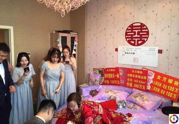 Cô dâu chú rể nhận 1.700 tỷ đồng hồi môn từ bố mẹ vợ khiến dân mạng choáng váng-1
