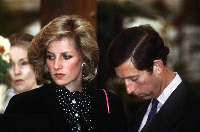 Lần đầu hé lộ cuộc điện thoại bí mật của Thái tử Charles trong bồn tắm đã bóp nát trái tim Công nương Diana-1