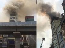 Quán karaoke tại Hà Nội cháy dữ dội giữa trưa