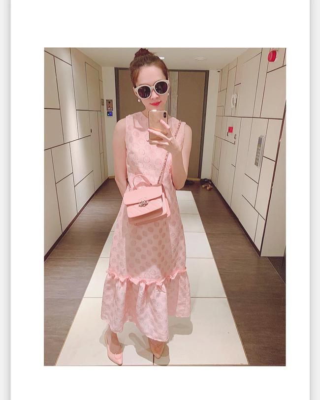 Diện cả bộ hồng từ đầu đến chân, HH Đặng Thu Thảo trót tiết lộ bí mật về chiếc váy mà cô đang mặc-1