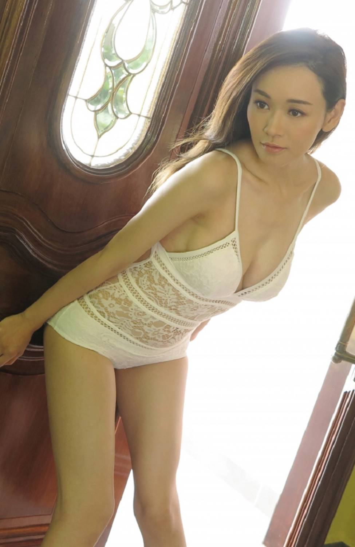 Hoa hậu chuyên săn đại gia, từng bán bia ôm khoe thân ở tuổi 40-12