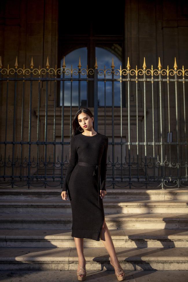 Những khoảnh khắc khoe thần thái sắc sảo và thu hút của Hoa hậu Tiểu Vy trong bộ ảnh chụp tại Paris-10