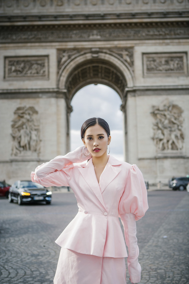 Những khoảnh khắc khoe thần thái sắc sảo và thu hút của Hoa hậu Tiểu Vy trong bộ ảnh chụp tại Paris-13