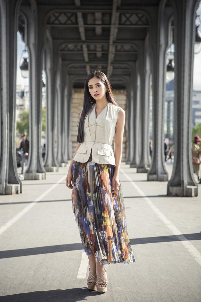 Những khoảnh khắc khoe thần thái sắc sảo và thu hút của Hoa hậu Tiểu Vy trong bộ ảnh chụp tại Paris-2