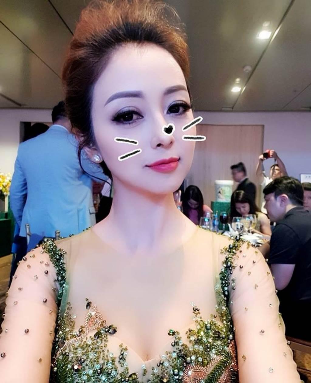 HH Jennifer Phạm lại gây thương nhớ nhờ váy xuyên thấu mỏng như sương-1