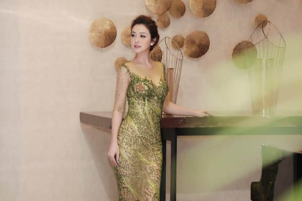 HH Jennifer Phạm lại gây thương nhớ nhờ váy xuyên thấu mỏng như sương-6
