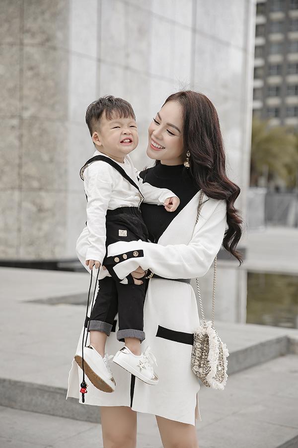 Dương Cẩm Lynh cùng con trai chụp bộ ảnh nhân dịp sinh nhật bé tròn hai tuổi-3