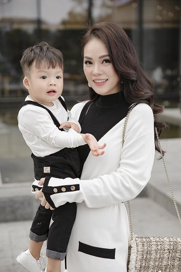 Dương Cẩm Lynh cùng con trai chụp bộ ảnh nhân dịp sinh nhật bé tròn hai tuổi-4