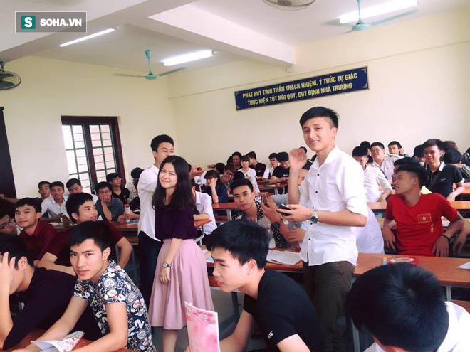 Cô giáo nổi tiếng vì bức ảnh chụp lén trong lớp học: Đã yêu cầu nhiều trang gỡ ảnh xuống-4