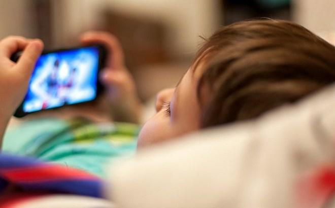 Tiềm ẩn nguy hiểm từ nhiều ứng dụng ngang nhiên theo dõi trẻ em-1