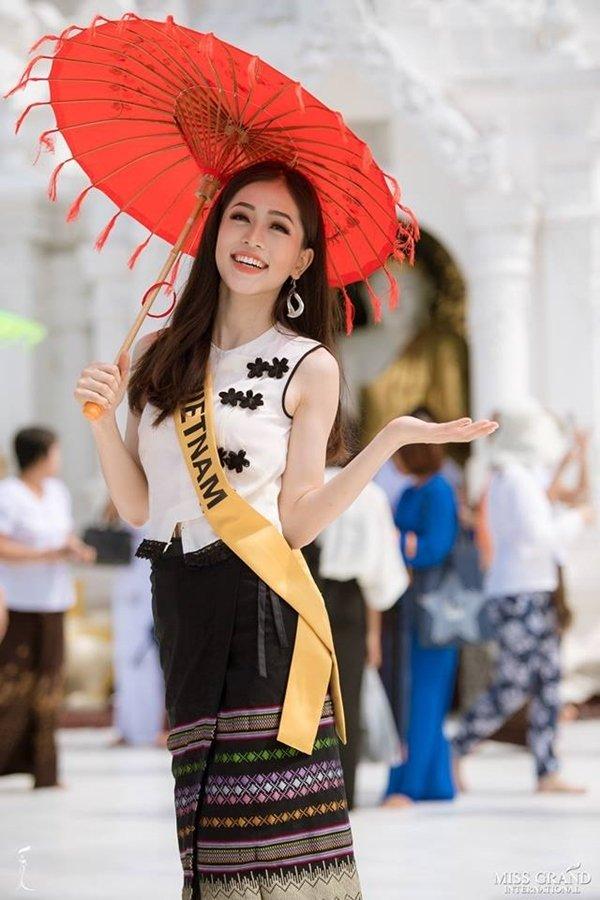 Việt Hương khoe vẻ gợi cảm ở tuổi 42-7