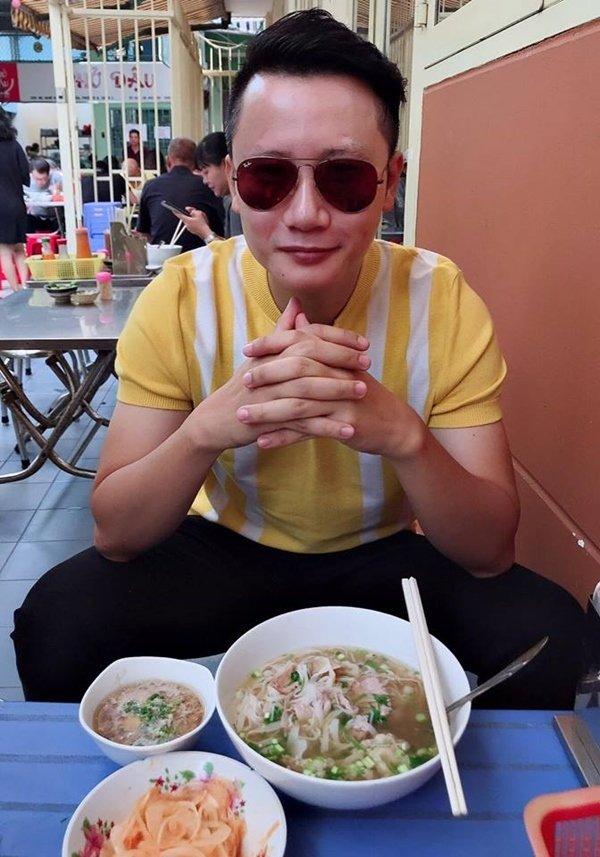 Việt Hương khoe vẻ gợi cảm ở tuổi 42-12